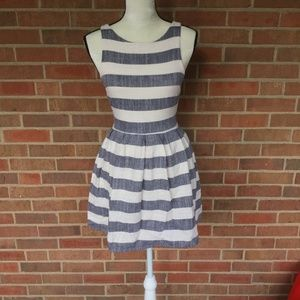 One Clothing dray and white stripped dress si